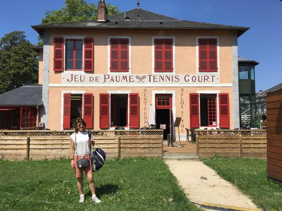 Pau Court Exterior with Rosie IMG_0730